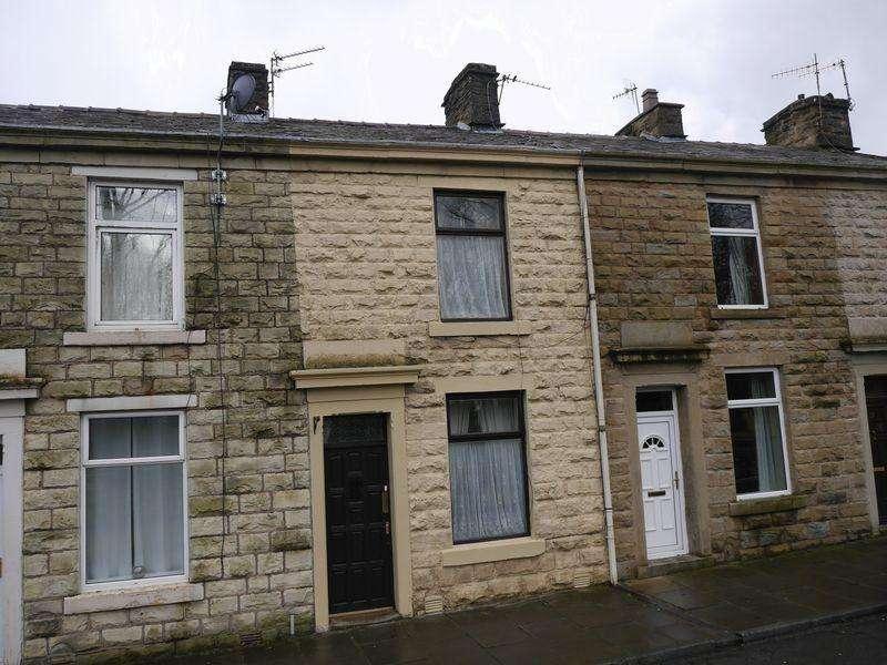 2 Bedrooms Terraced House for sale in Grange Street, Clayton le Moors.