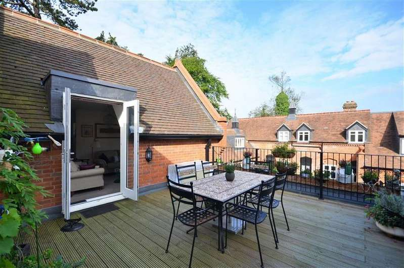 2 Bedrooms Apartment Flat for sale in Durrants House, Croxley Green, Hertfordshire