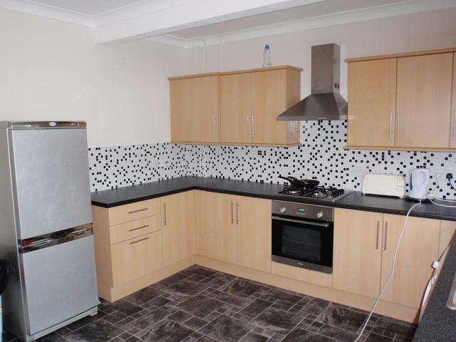 6 Bedrooms Detached House for rent in Columbia Road, Ensbury Park