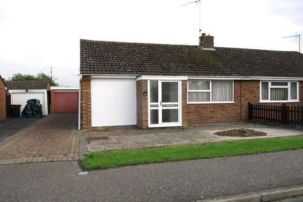 2 Bedrooms Bungalow for sale in Farnworth Close, Northampton, NN5