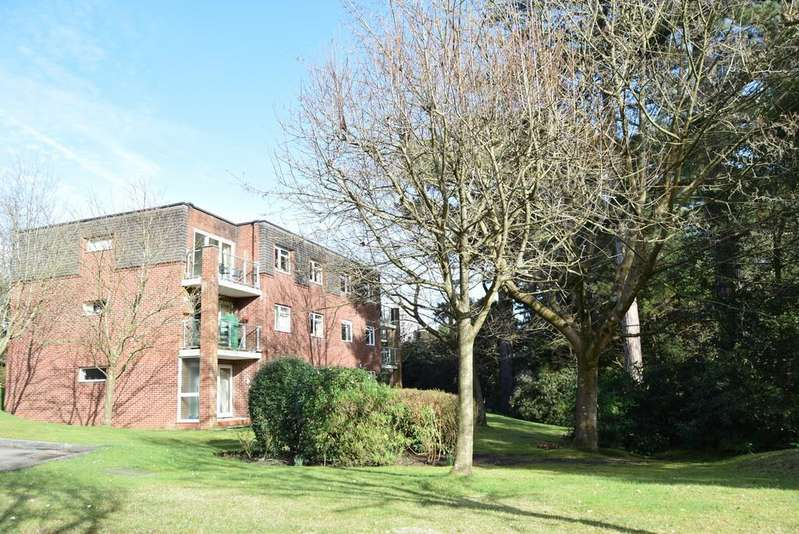 2 Bedrooms Apartment Flat for sale in Overbury Road, Lower Parkstone