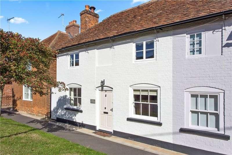 3 Bedrooms Semi Detached House for sale in Farnham Road, Odiham, Hook, Hampshire, RG29