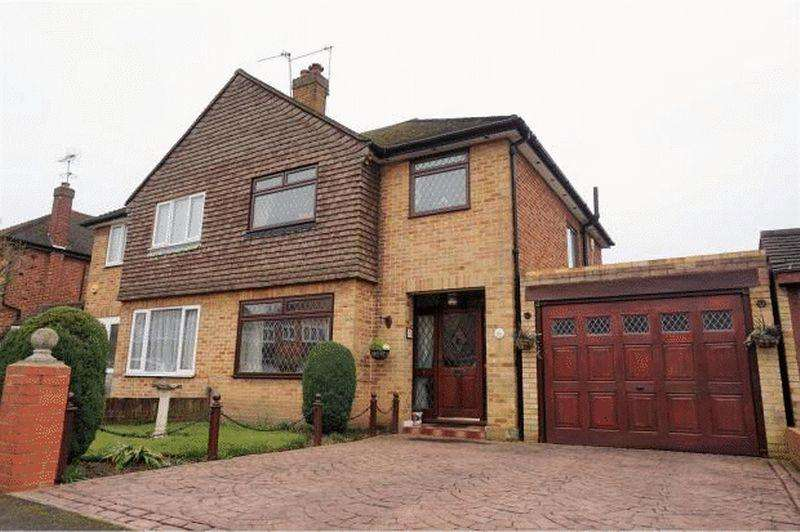 3 Bedrooms Semi Detached House for sale in Amanda Court, Langley.