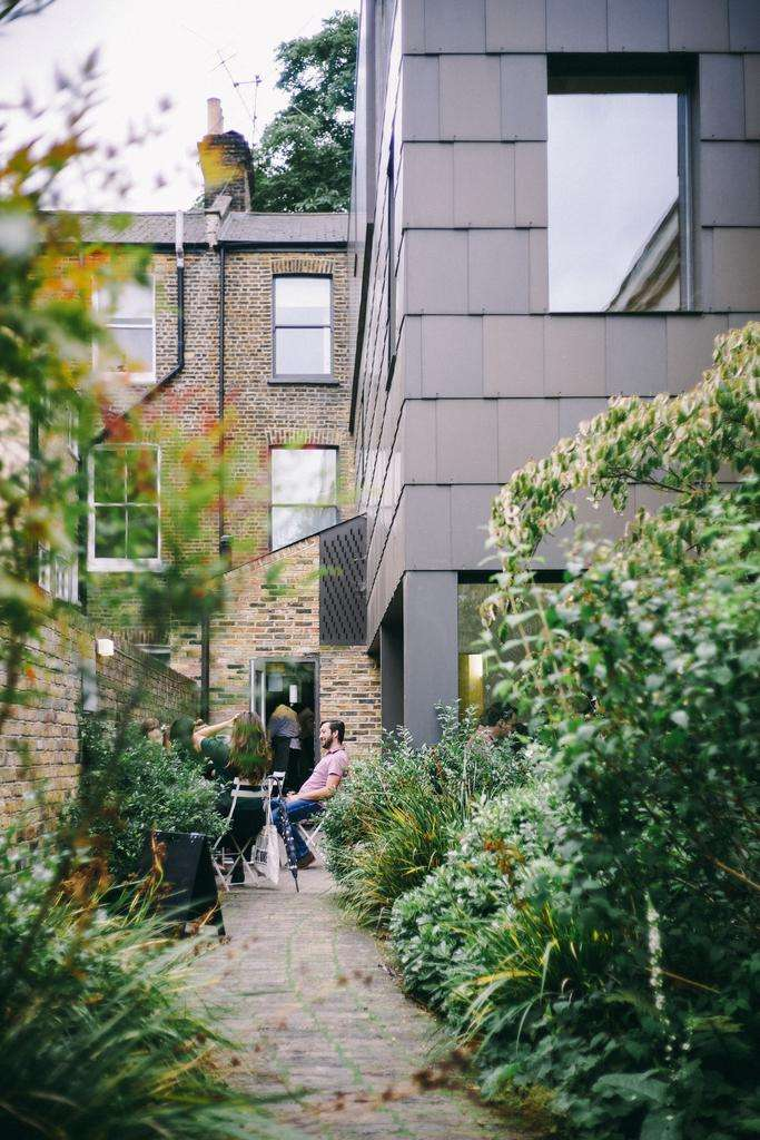 2 Bedrooms Flat for sale in Dunster Gardens
