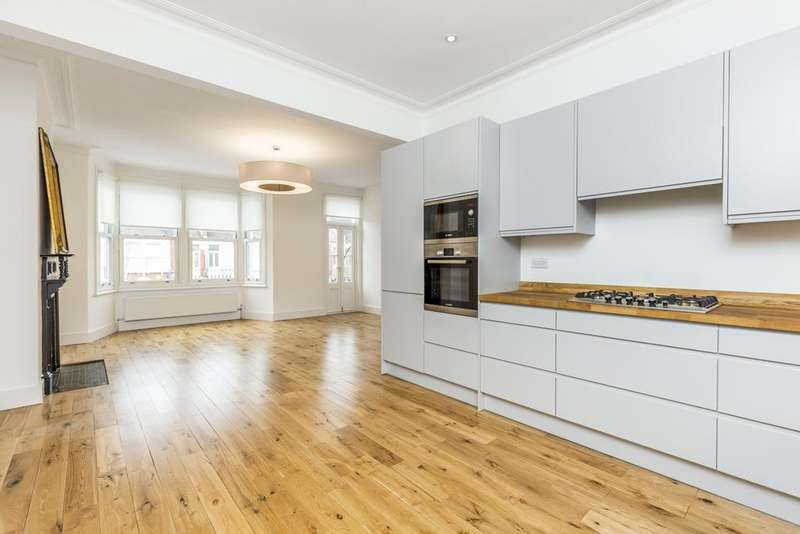 3 Bedrooms Flat for sale in Second Avenue, London, W3