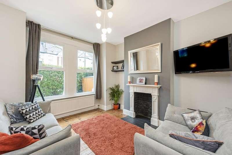 2 Bedrooms Flat for sale in Brookwood Road, SW18