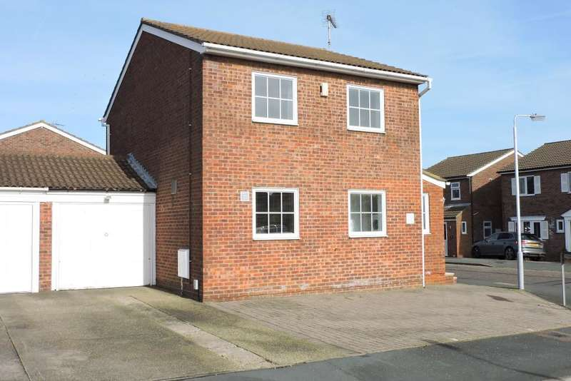 3 Bedrooms Detached House for sale in Higham Drive, Luton, Bedfordshire, LU2 9SP