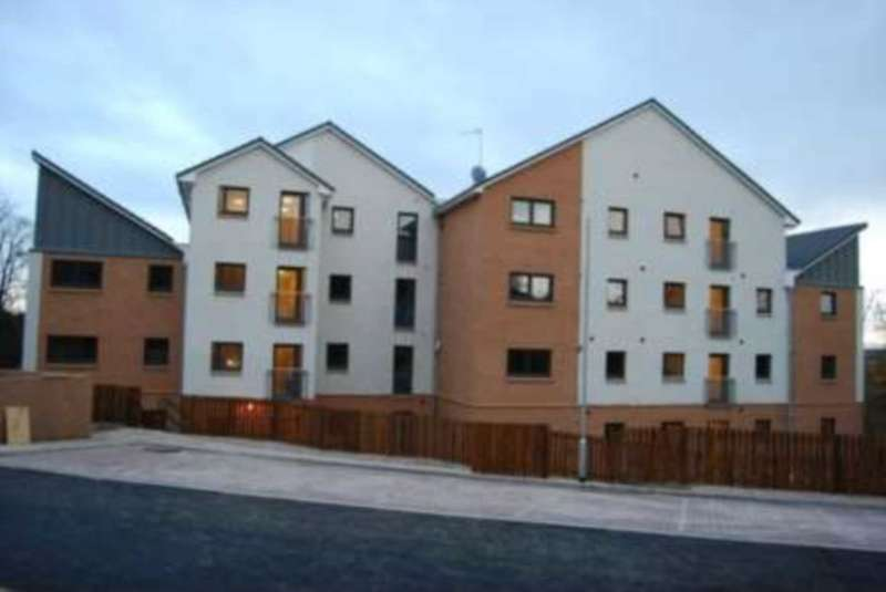 2 Bedrooms Flat for sale in Cumlodden Drive, Glasgow