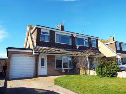 3 Bedrooms Semi Detached House for sale in Marine Parade, Fleetwood, Lancashire, FY7