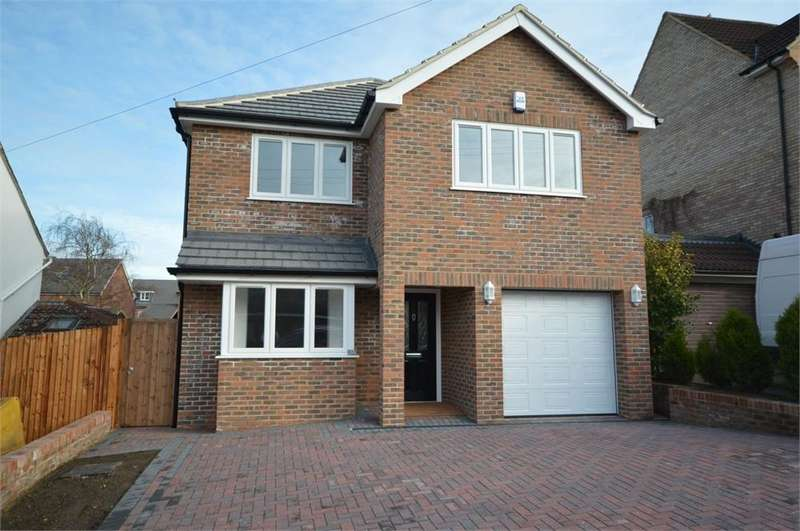 4 Bedrooms Detached House for sale in St Marys Way, Longfield