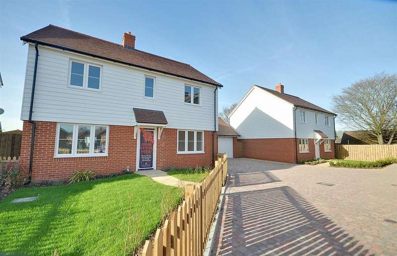 4 Bedrooms Detached House for sale in Station Road, Northiam