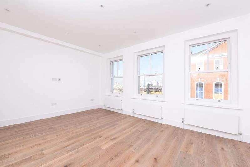 1 Bedroom Flat for sale in St. John's Hill, SW11