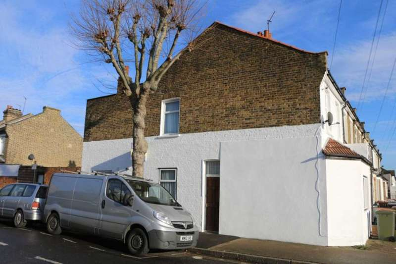 4 Bedrooms End Of Terrace House for sale in Market Street, East Ham