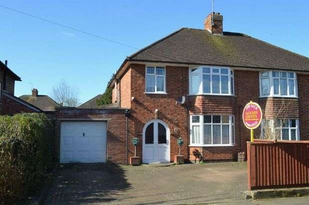 3 Bedrooms Semi Detached House for sale in Winchester Road, Delapre, Northampton NN4 8AY