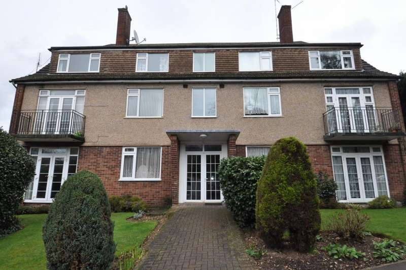 2 Bedrooms Flat for sale in Hemnall Street, Epping, CM16