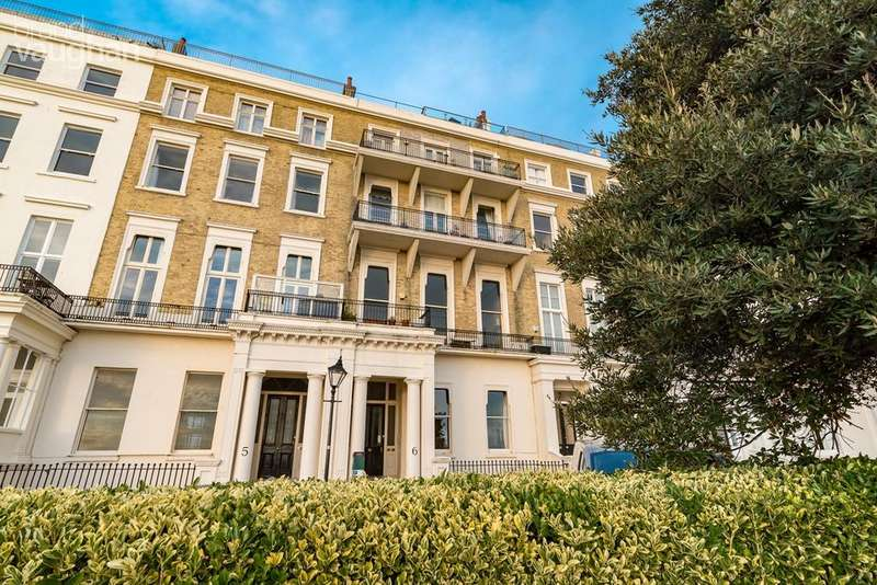 2 Bedrooms Flat for sale in Eastern Terrace, Brighton, BN2