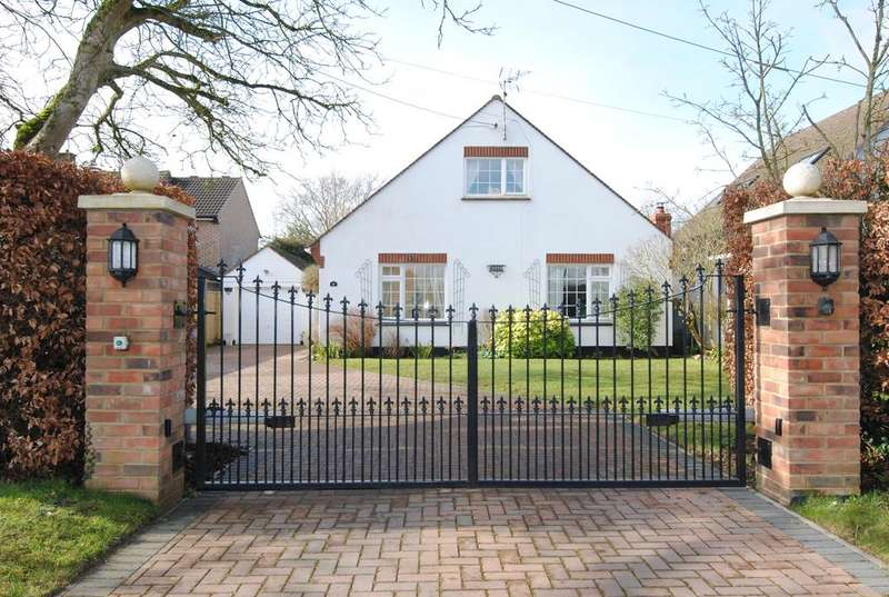 4 Bedrooms Detached House for sale in Countess Road, Amesbury, Salisbury SP4