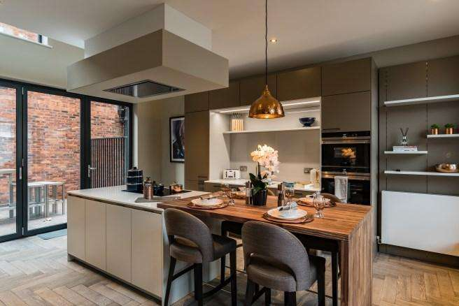 3 Bedrooms Town House for sale in St Pauls House, St Pauls Square, Birmingham B3