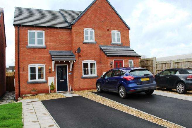 2 Bedrooms Semi Detached House for sale in 27 St Nicholas Park, Newport, Shropshire, TF10 7GJ
