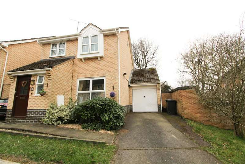 3 Bedrooms Detached House for sale in Test Close, Petersfield