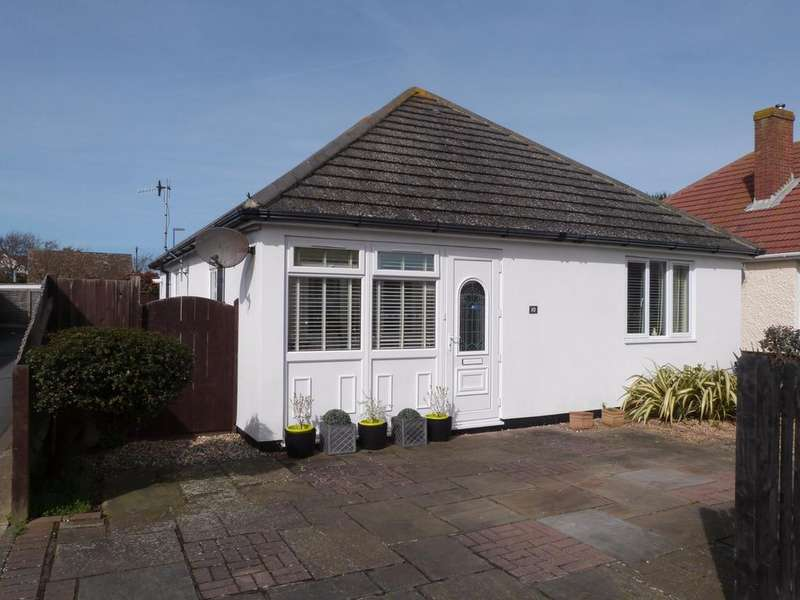 3 Bedrooms Detached Bungalow for sale in Croft Road, Selsey
