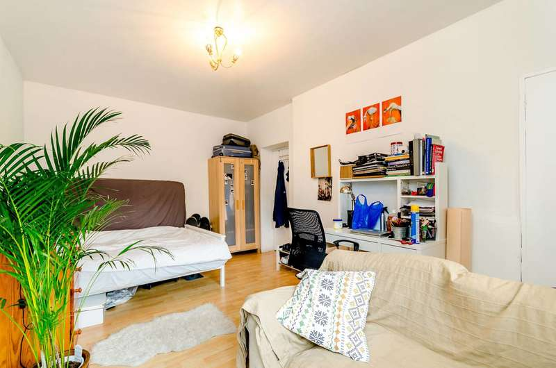 3 Bedrooms Flat for sale in Arden Estate, Shoreditch, N1