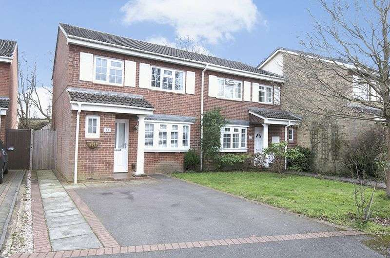 3 Bedrooms Terraced House for sale in Kenilworth Drive, Walton-On-Thames.