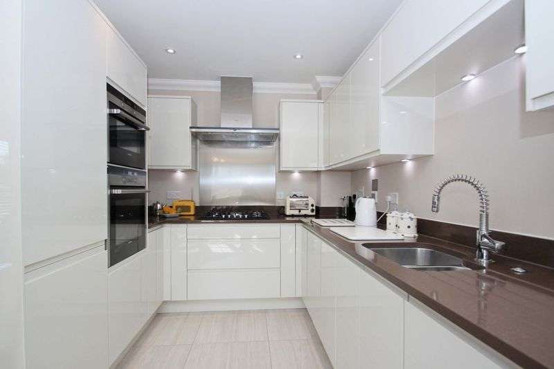 1 Bedroom Flat for sale in Pavilion Court, Theydon Bois