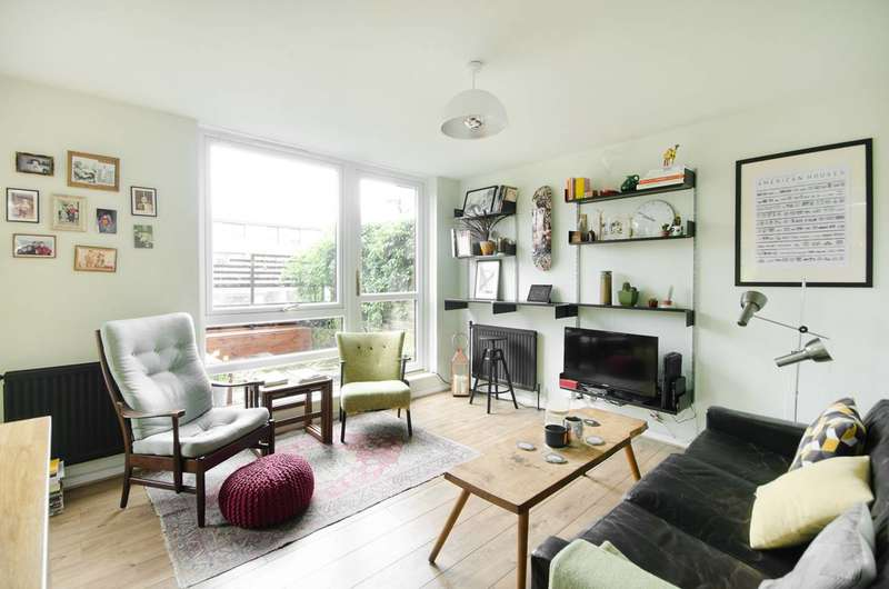 2 Bedrooms Flat for sale in Manaton Close, Peckham, SE15