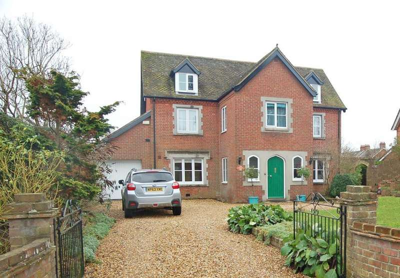 4 Bedrooms Detached House for sale in Southampton Road, Ringwood, Hants, BH24