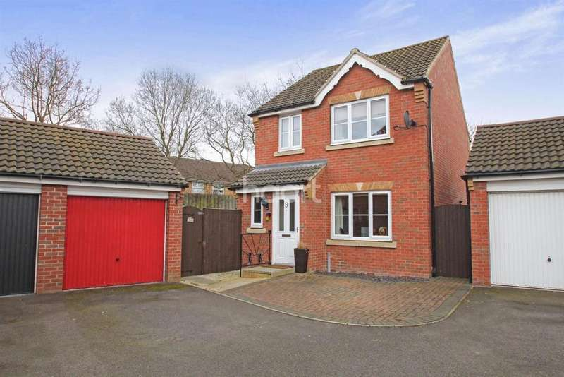 3 Bedrooms Detached House for sale in Bracken Court, South Hykeham, Lincoln, LN6