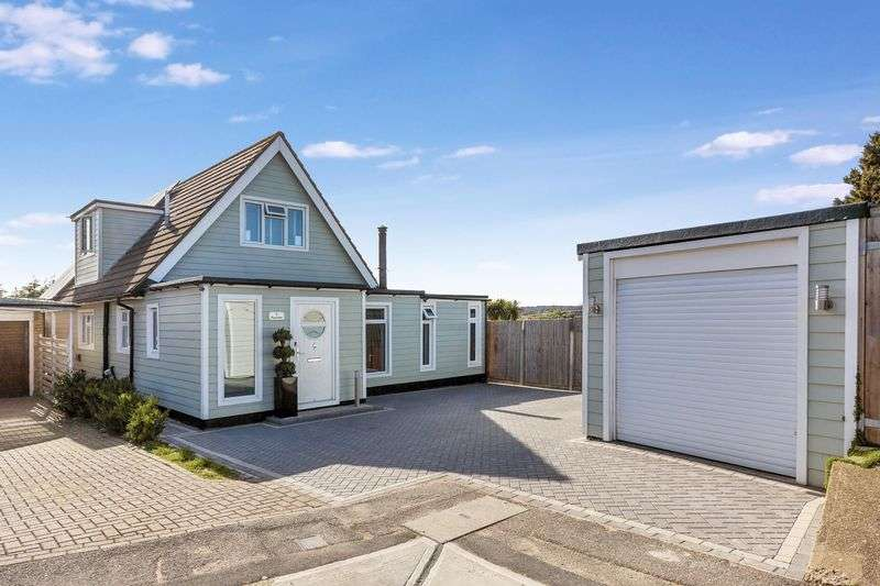 4 Bedrooms Detached House for sale in Riverdale, Leigh On Sea