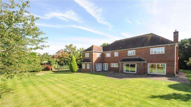 7 Bedrooms Detached House for sale in Hollycombe, Englefield Green, Egham