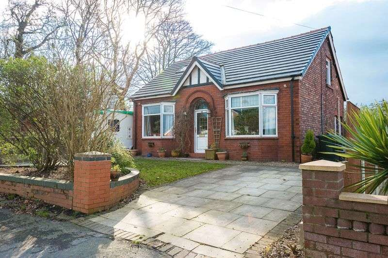 4 Bedrooms Detached House for sale in Mossy Lea Road, Standish
