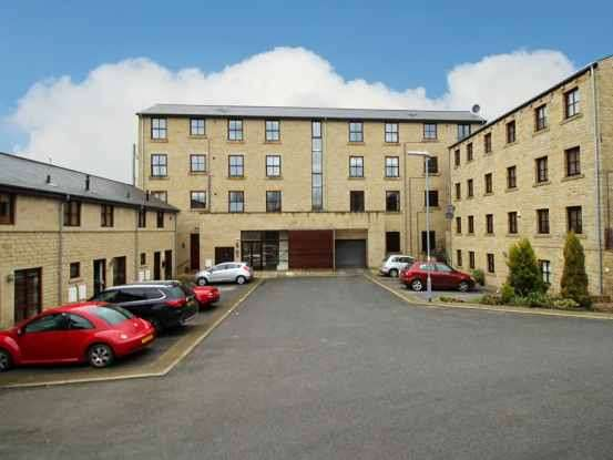 2 Bedrooms Apartment Flat for sale in Lower Sunny Bank Court, Holmfirth, West Yorkshire, HD9 5AE