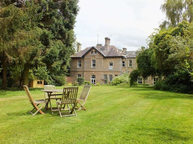 2 Bedrooms Flat for sale in Hill House, Steeple Aston