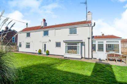 3 Bedrooms Detached House for sale in Thames Street, Hogsthorpe, Skegness, Lincolnshire