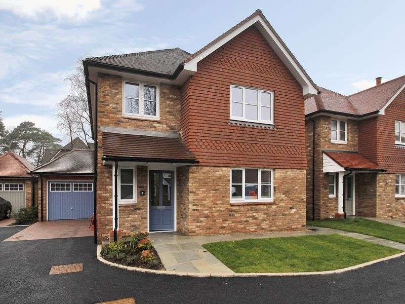 4 Bedrooms Detached House for sale in Worth, Crawley, West Sussex
