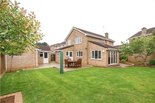 4 Bedrooms Detached House for sale in Roseville Avenue, Longwell Green, BS30 9UD
