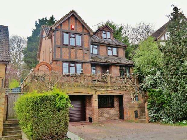 6 Bedrooms Detached House for sale in Ryhill Way, Lower Earley, Reading