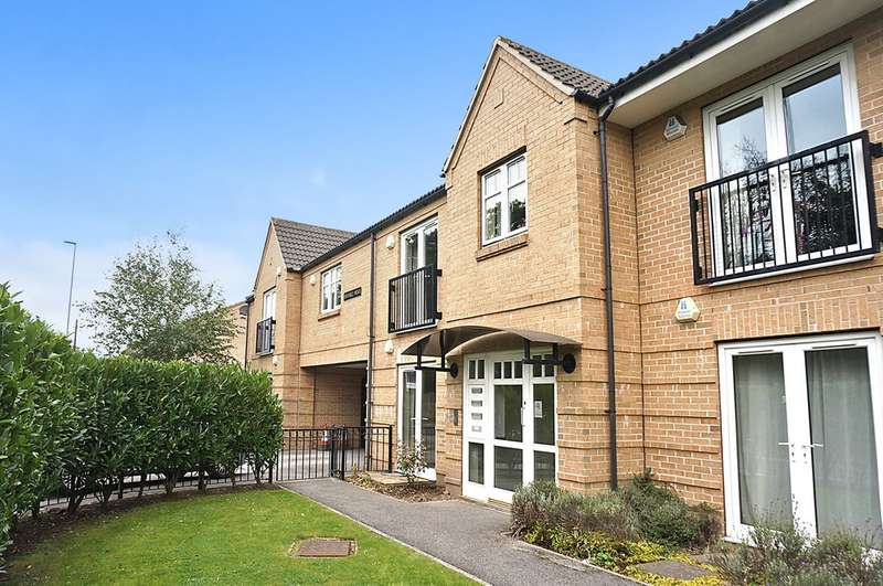 2 Bedrooms Flat for sale in Bramble Mews, Shadwell,Leeds, LS17