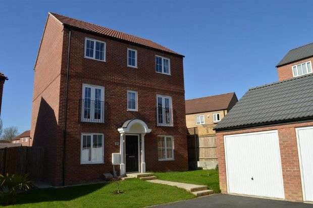 4 Bedrooms Detached House for sale in Wildacre Drive, Little Billing, Northampton NN3 9GB