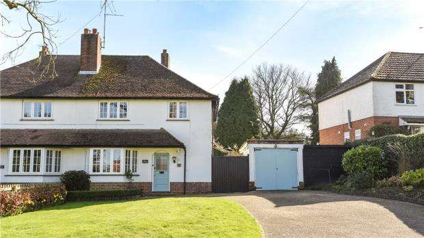 3 Bedrooms Semi Detached House for sale in Church Lane, Finchampstead, Wokingham