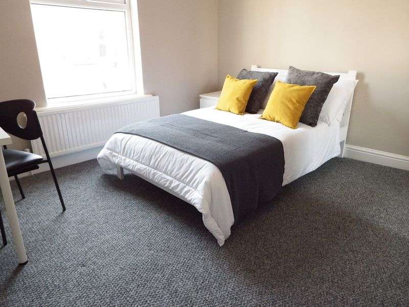 5 Bedrooms Semi Detached House for rent in Woolmer Road, Nottingham