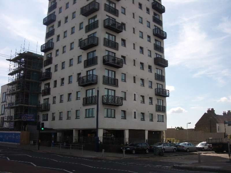2 Bedrooms Flat for sale in The Pinnacle , Chadwell Heath