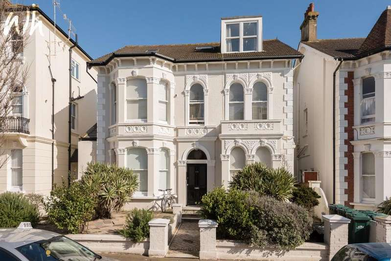 1 Bedroom Flat for sale in Westbourne Villas, Hove BN3