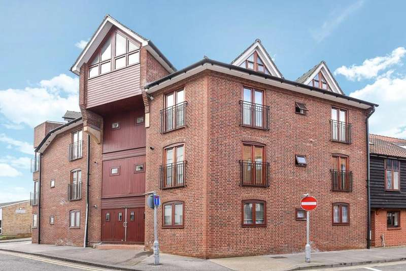 2 Bedrooms Flat for sale in The Bittoms, Kingston upon Thames, KT1