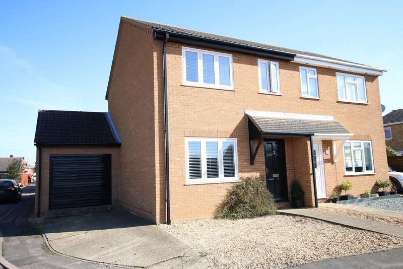 3 Bedrooms Semi Detached House for sale in Anglers Close, March