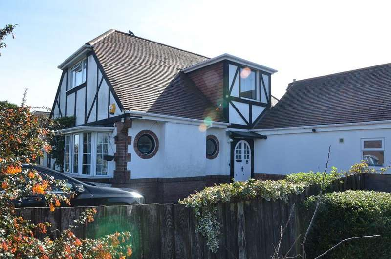 4 Bedrooms Detached House for sale in Castle Lane West, Bournemouth
