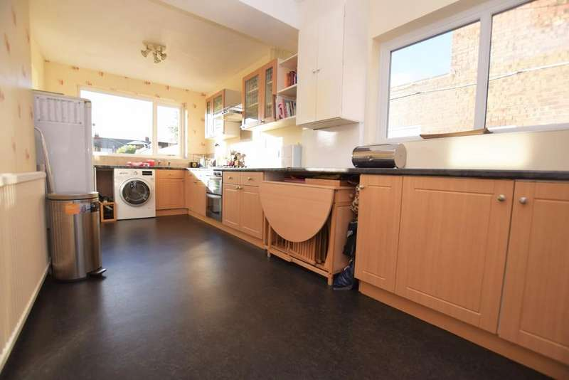 3 Bedrooms Semi Detached House for sale in 42 Windsor Road
